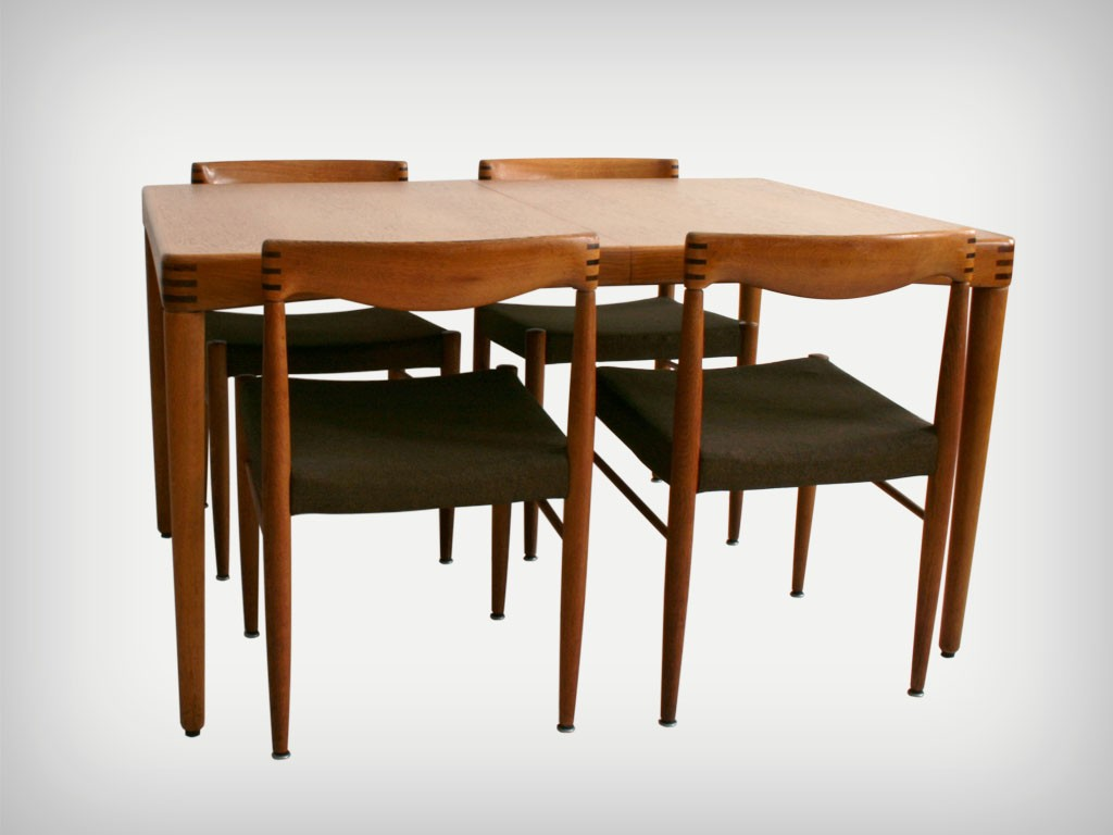 Oakwood Dining Table with 9 Chairs   Good Old Vintage
